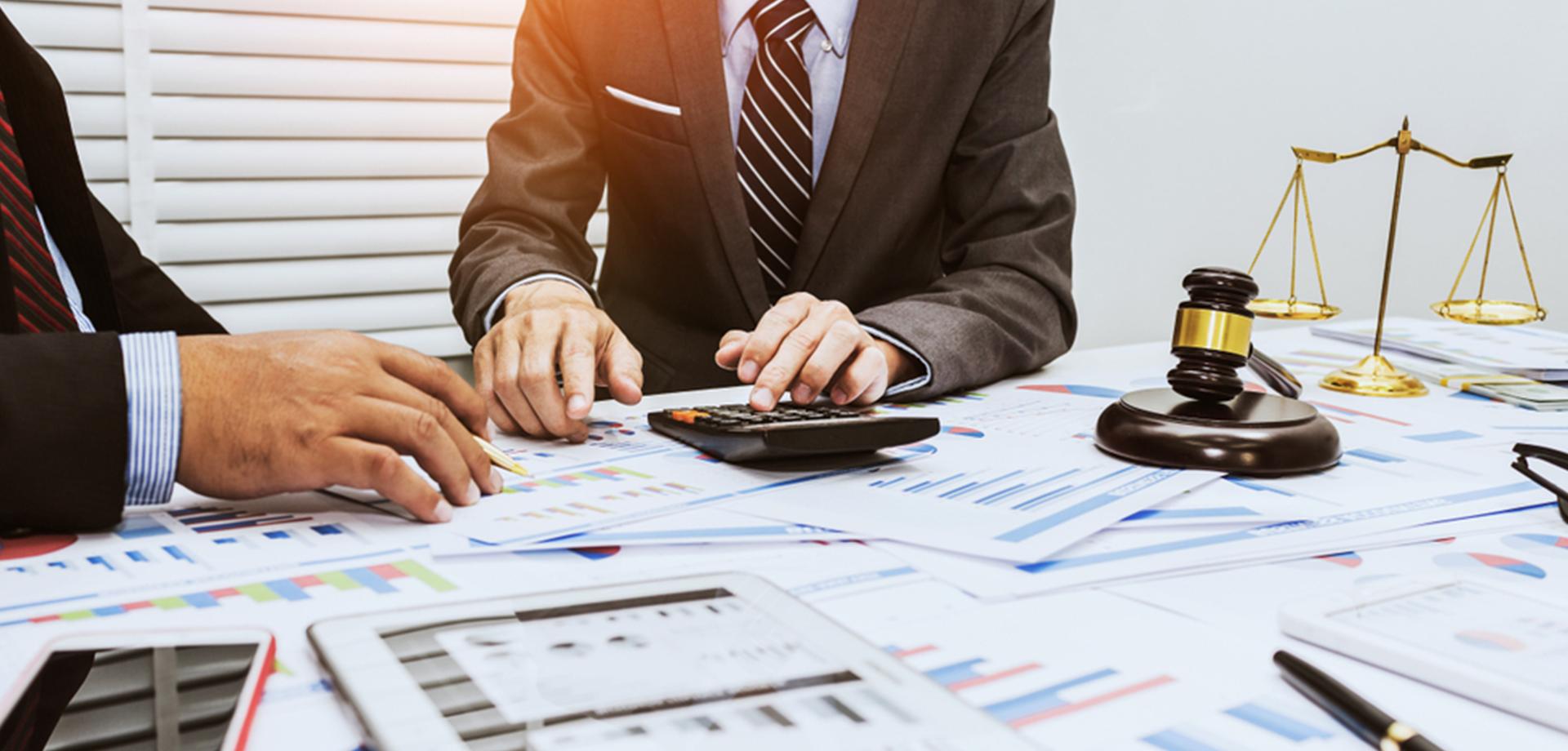 en inversión, asesoría legal y tributaria y precios de transferencia.